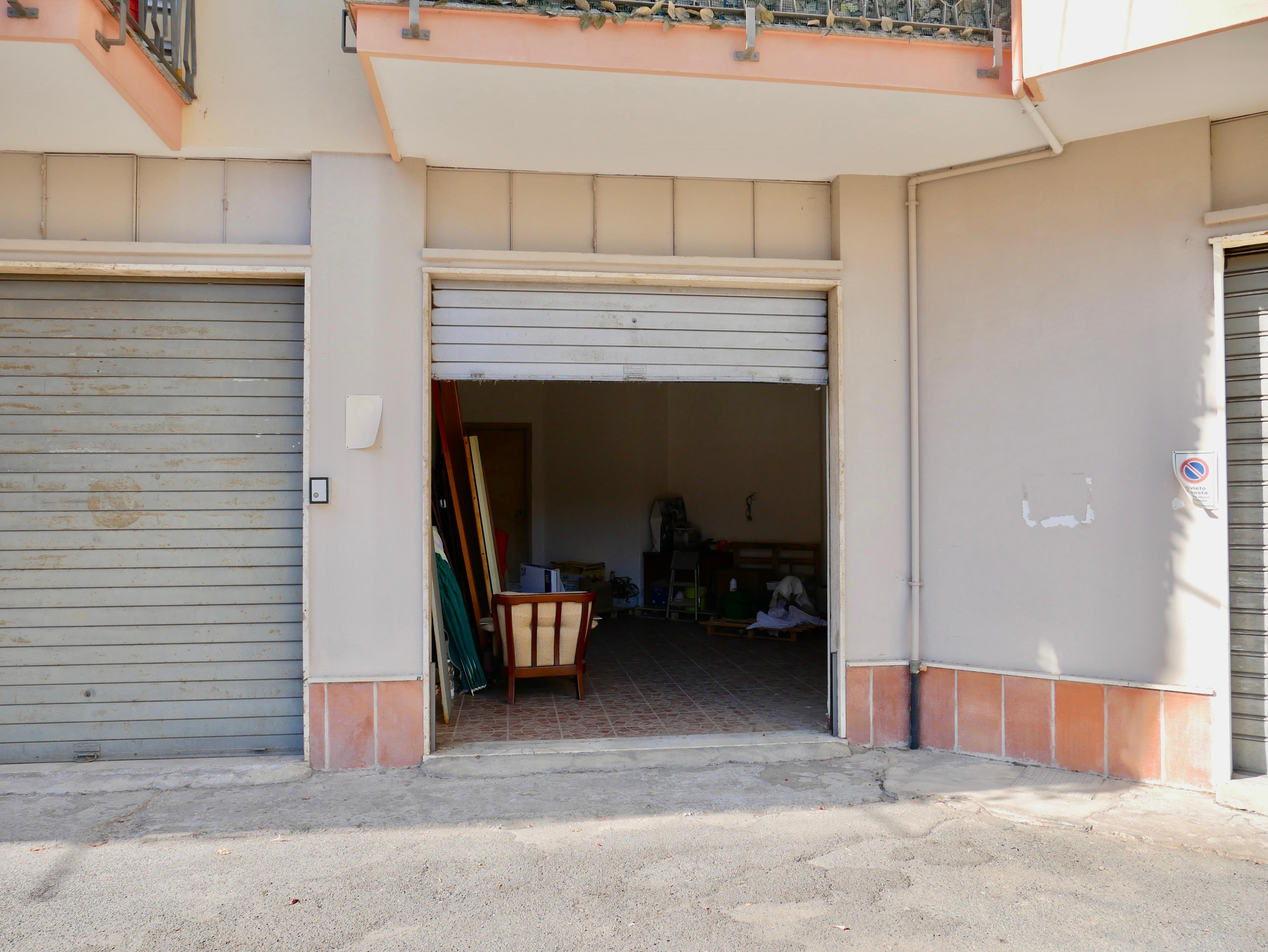 Box in vendita a Finale Ligure